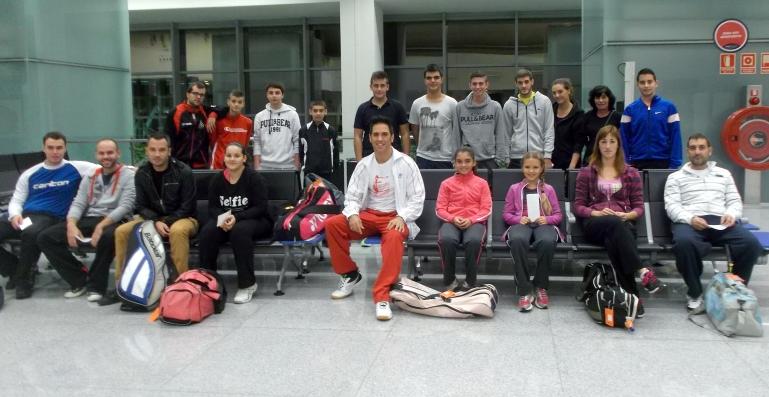 Los 20 jugadores del Menorca Badminton Es Castell participantes en el TTR de  Mallorca del 01-11-2014